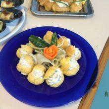 Pasticceria salata: bignè con mousse di tonno
