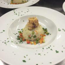 Timballo di riso con brunoise di verdure  e calamaretti fritti