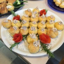 Pasticceria salata: bignè con mousse di prosciutto